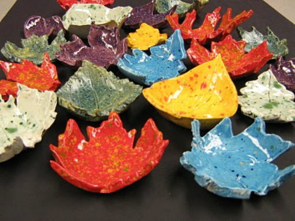 How to make Autumn Leaf Bowls. Use REAL Leaves to make these stunning and easy Autumn Leaf Bowls. They can be fired in a kiln or you can use air drying clay. Such a fabulous Autumn Craft for kids and grown ups a like come and take a look how easy they are to make!  #leafbowls #leaf #leaves #leafcrafts #leafdiy #autumn #fall