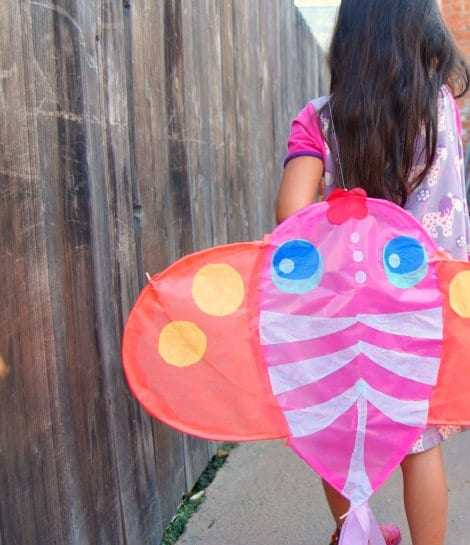How to make a kite. Beautiful Kite Craft for Summer. DIY Kites. How to make kites with tissue paper. #kites #howto #tutorials #summer #kidscrafts #kite