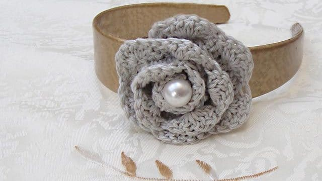 How to… make a Beautiful & Simple Crochet Rosette Flower (Guest Post)
