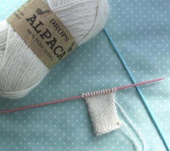 Tiny bunny knitting pattern