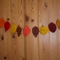 autumn crafts felt-autumn-leaves-garland