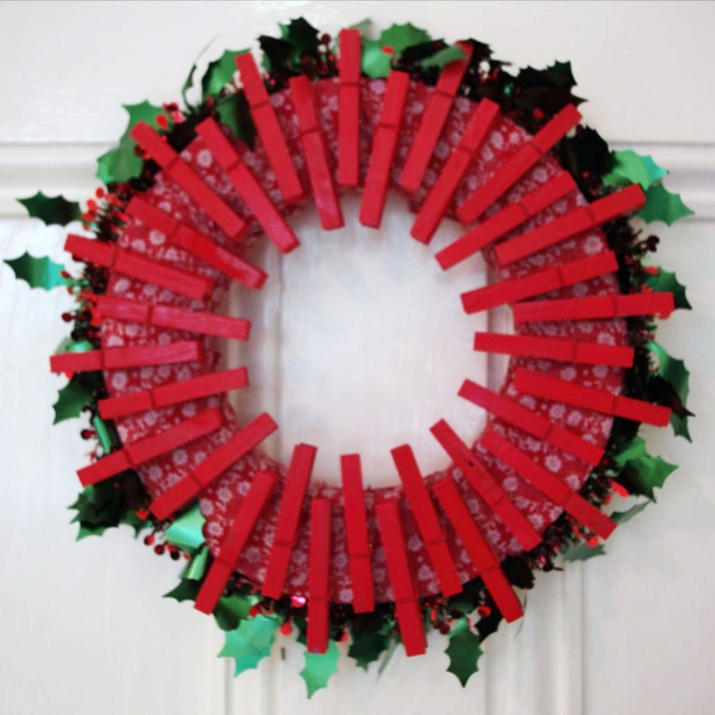 How to make a peg christmas wreath red ted art 39 s blog Christmas wreaths to make