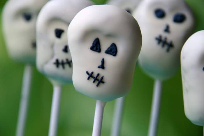 white chocolate covered skull cake pops for halloween