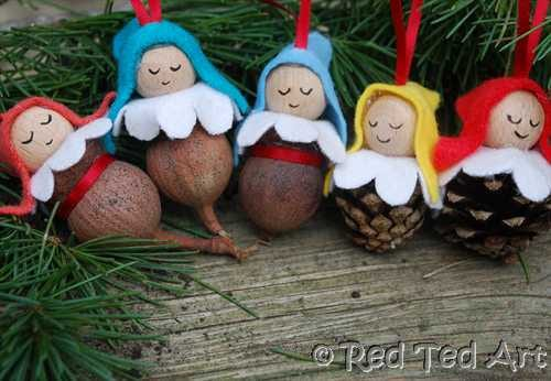 Pinecone Babies/ Pinecone Elves for the Christmas Tree. Turn mini pinecones and GUM NUTS into Christmas Tree Ornaments. Just adorable #gumnuts #pinecones #ornaments