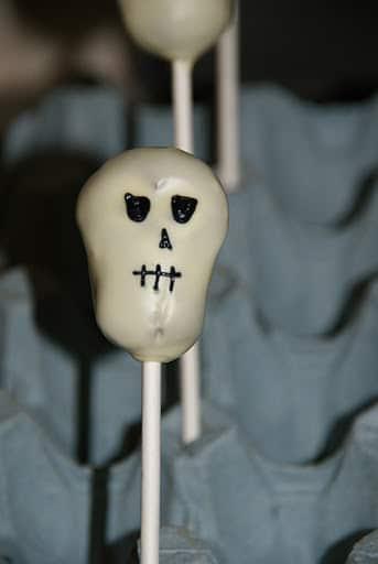 skull cake pops (4)