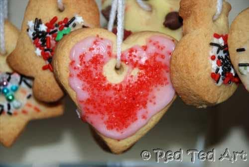 Kids Crafts: Edible Christmas Ornaments