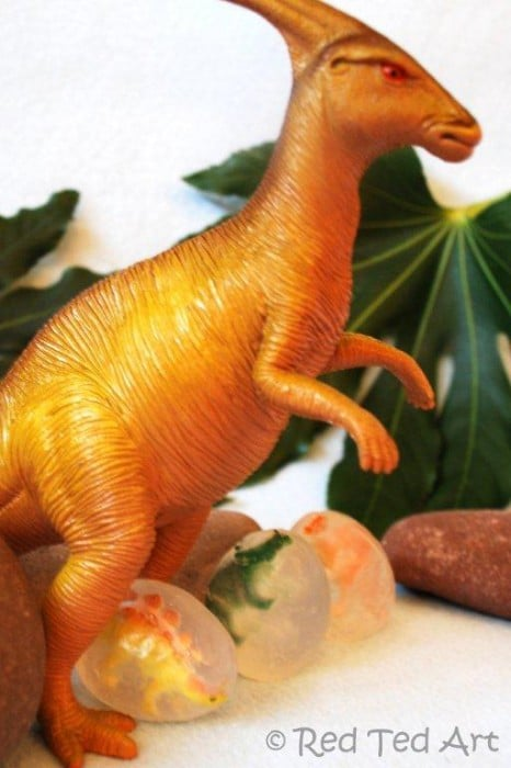 Dinosaur Egg Soaps - easy DIY Soap for Beginners. Make these super fun Dinsoaur Soaps. Kids wash their hands to release the baby dinosaur hatchlings. A great Easter Basket Gift! #easter #eggs #easterbaskets
