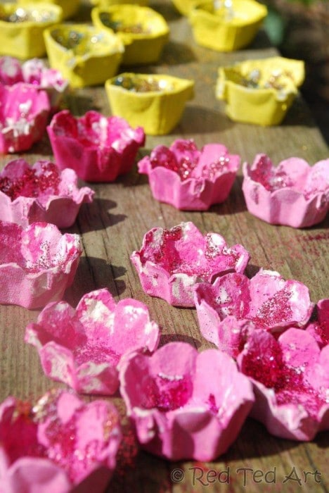 spring blossom craft. Gorgeous Egg Carton Blossom Fairy Lights for Kids to make. Love how easy these Cherry Blossom and Daffodil lights are to make using old Egg Cartons. Never leave lights unattended. #blossom #spring #springcrafts #eggcartons #preschoolers