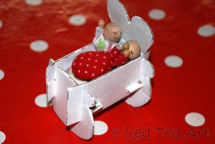 Quick Craft Post: Baby Cradle for The Doll's House