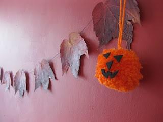 halloween pom pom