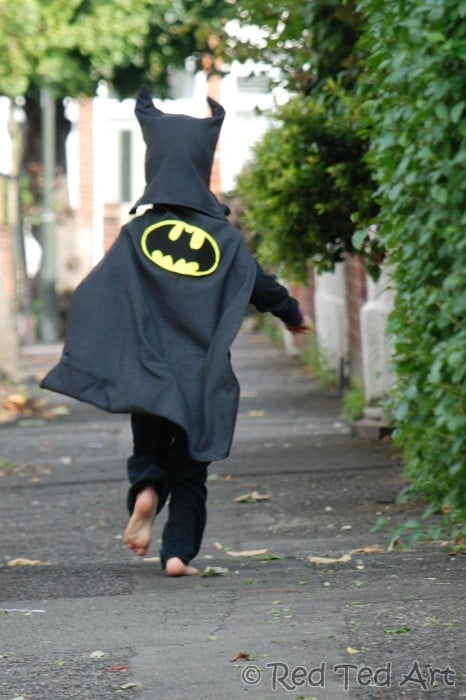 Batman Costume DIY - how to turn and old suit into a batmn costume for kids. Easy Halloween Costume and Upcycled project #batman #costumes #recycle