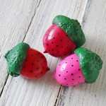 strawberry-acorn-magnets-1-600x450