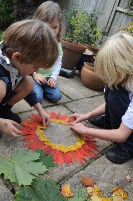 Exploring Andy Goldsworthy with kids - such a beautiful and easy nature activity for kids. Make Andy Goldsworthy inspired nature art with kids. Easy. Fun. Pretty. Great for both Summer and Autumn (perfect Fall Leaf Activity for kids too!)