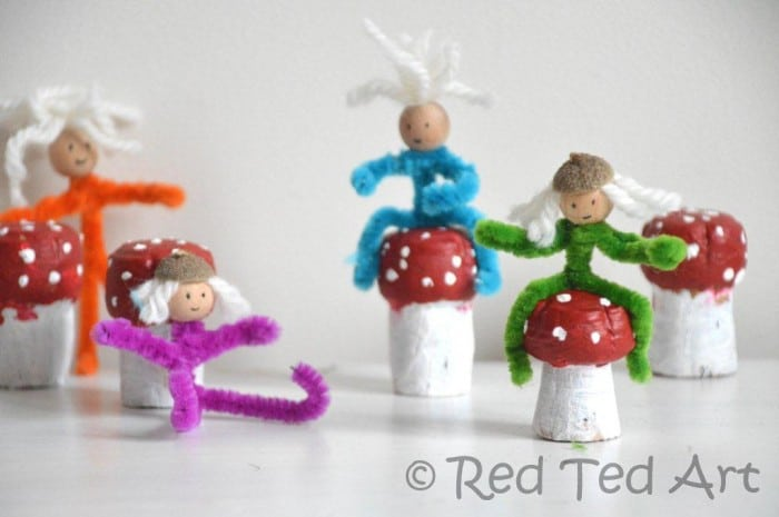Pipe Cleaner Elves and Toadstool Craft - so cute!