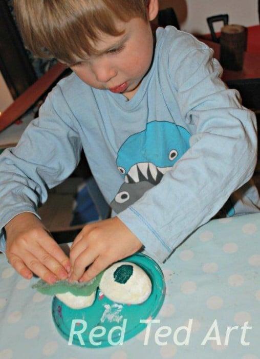 Halloween Crafts for Kids: Spooky Glow in the Dark Eyes