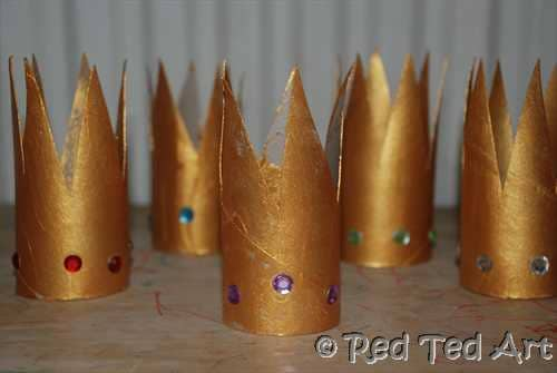 Celebrating Epiphany with some 3 Kings Crown and Dress up! via www.redtedart.com