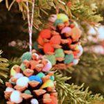Christmas Crafts: Pom Pom Pinecone Trees