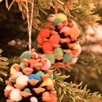 Christmas Crafts: Pom Pom Pinecone Trees