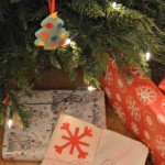 DIY Wrapping Paper – Simple Snowflake