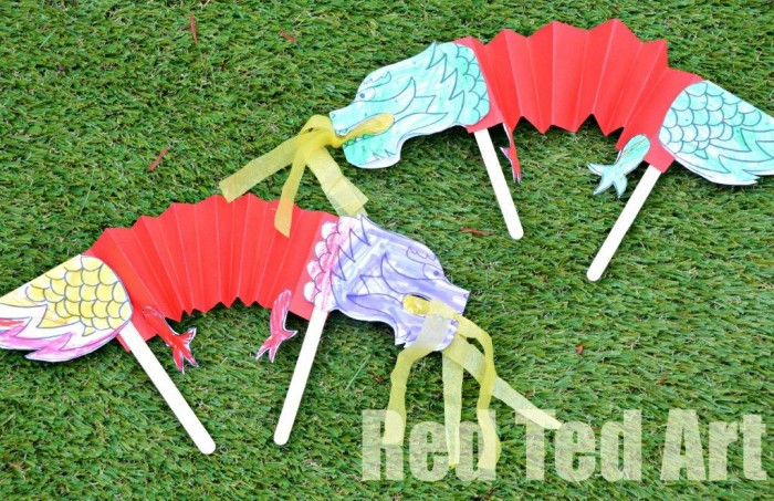 Chinese New Year Crafts for Kids - Dragon Puppets. Paper Dragon Crafts for kids #chinesenewyear #dragon #dragoncrafts #papercrafts