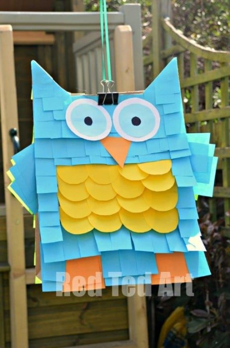 Easy Pinata - Paper bags and Post-Its. Need to make a quick and easy pinata? Turn paper bags into this adorable OWL Post It Not Pinata. SO CUTE! So fun. We have a fantastic Monster Pinata version too. The kids will love it! #Pinata #easy #paperbag #postits