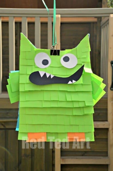Easy Pinata - Paper bags and Post-Its. Need to make a quick and easy pinata? Turn paper bags into this adorable MONSTER Post It Not Pinata. SO CUTE! So fun. We have a fantastic Owl Pinata version too. The kids will love it! #Pinata #easy #paperbag #postits