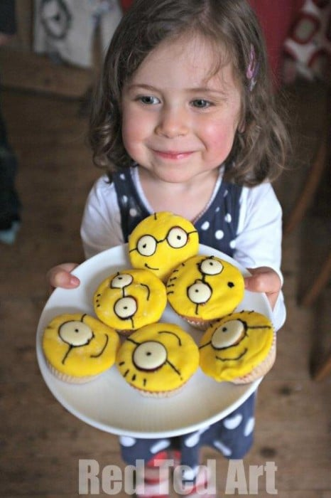 Despicable Me Cupcakes - Easy Minion Cupcakes.. look at that happy little face. We had SUCH fun making these!