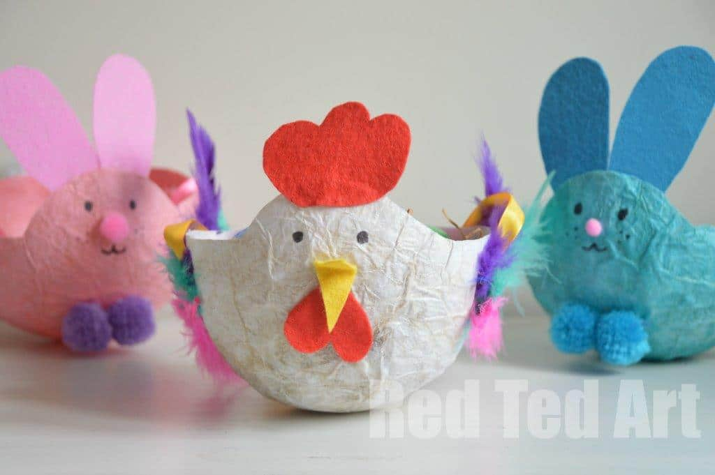 Easy Chicken Easter Basket. This Chick or Hen Easter Basket is a super cute way to decorate the Easter Table or collect Easter Eggs. It is made from recycled tissue paper, so no paint is needed and they are super easy and thrifty to make #easter #easterbasket #chicken #chick #papiermache