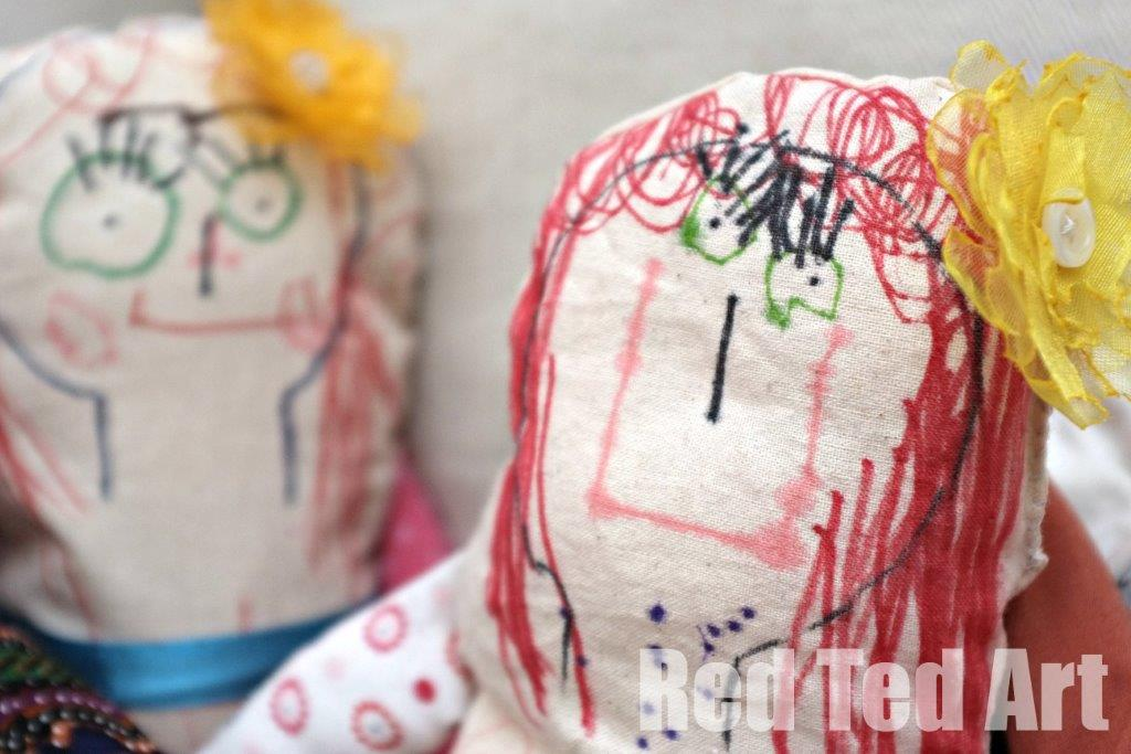 Easy Rag Dolls - keepsake dolls - making kids' art rag dolls. A great introduction to sewing and toy making with little kids. The results make the most wonderful keepsake dolls too! #sewing #kidsart #ragdoll