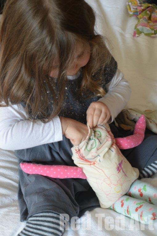 Making dolls. keepsake dolls - making kids' art rag dolls. A great introduction to sewing and toy making with little kids. The results make the most wonderful keepsake dolls too! #sewing #kidsart #ragdoll