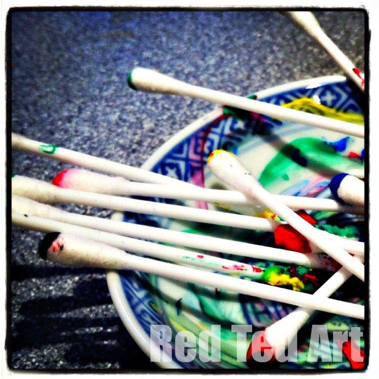 Q-Tip Painting – a simple and quick arty activity to set up for your kids to explore