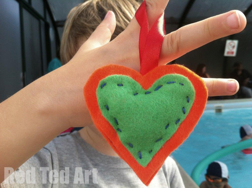Gifts Kids Can Make keyrings - or use them as felt heart ornaments