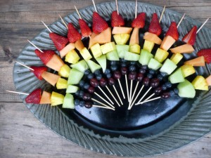 rainbow-fruit-kebabs