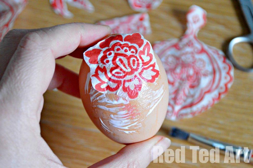 Egg Decorating Ideas – Napkin Decoupage