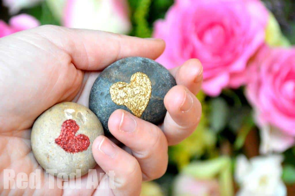 Valentine's Gifts: Heart Stone Crafts