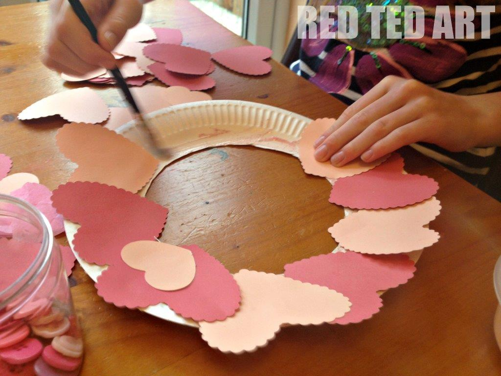 Valentine 39 s decoration heart wreath red ted art 39 s blog for Valentine decorations to make at home