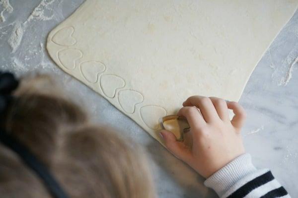 valentine-tart-child-cutting