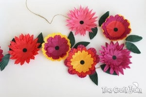 Flower Craft Ideas - Flower Craft Ideas- wonderful Spring, Summer & Mother's Day ideas. My kids LOVE making flowers, Spring is in the air... and it is time for some gorgeous flower crafts for kids. We have all sorts of flower DIYs for you to choose from, a number of easy paper flowers, to upcycle flower DIYs and fabric flowers. So many super cute ideas! LOVE Spring. LOVE flowers. Perfect for Mother's Day Crafts too!