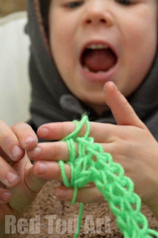 Finger knitting for kids easy