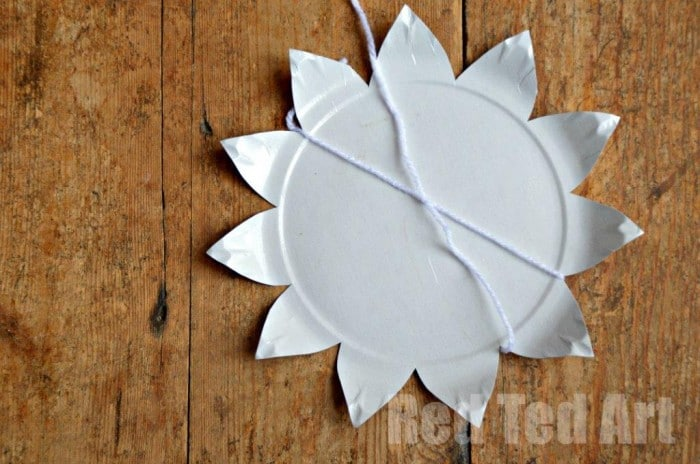 Paper Plate Weaving How To Step 2