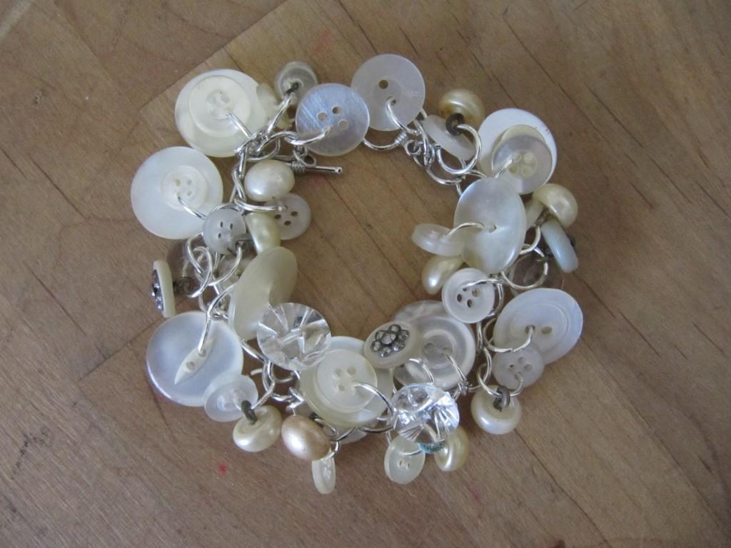 button bracelet 001