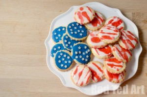Easy 4th July Kids Activity - Cookie Decorating