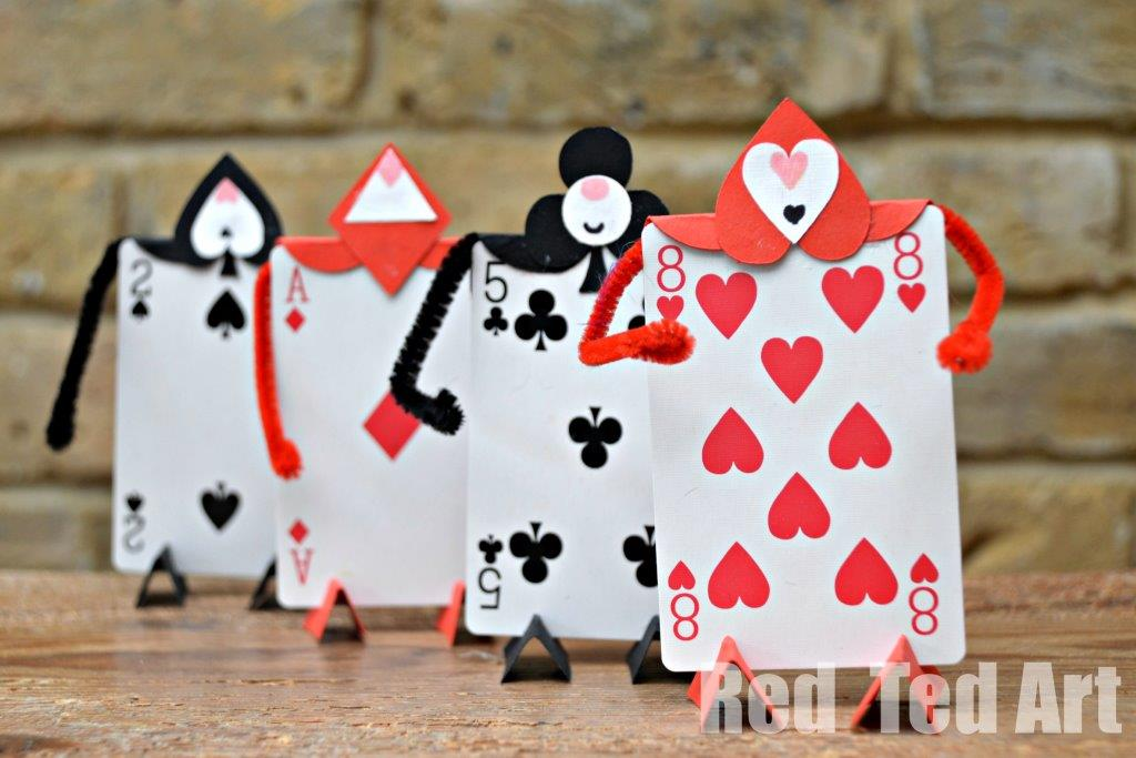 Soldier card craft for an alice in wonderland party red Alice and wonderland art projects