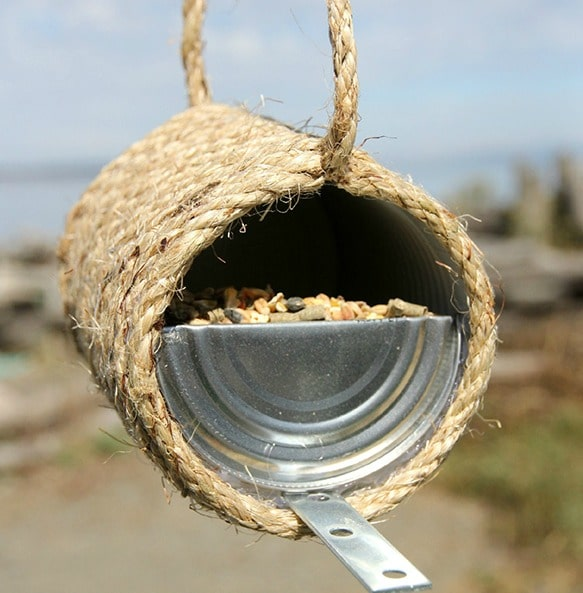 tin can birdfeeder