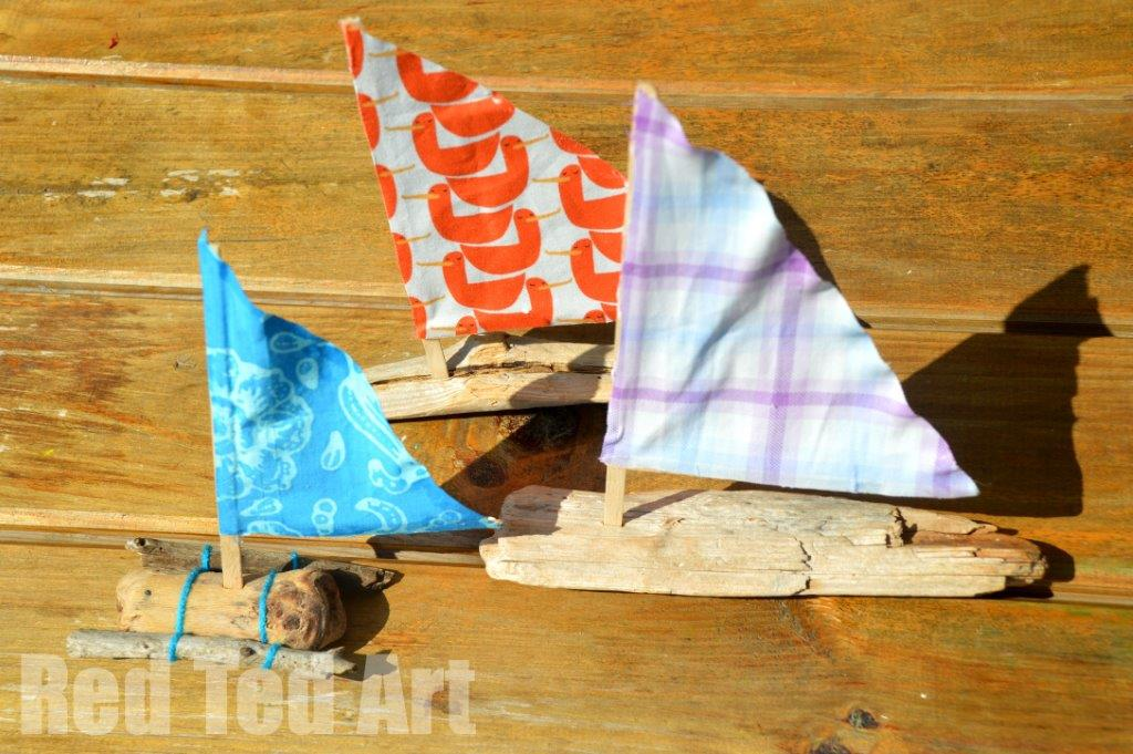 Driftwood Boats - how to make a sail boats from drift wood. Pretty Summer Decor and toys for kids #driftwood #summer #boats