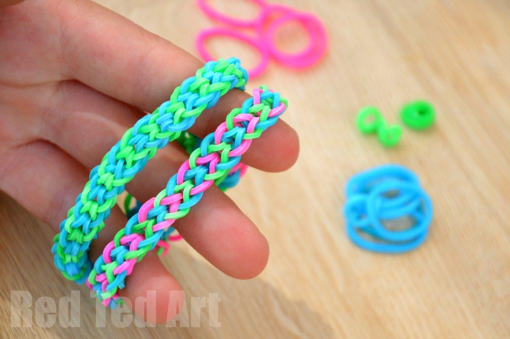 Rainbow Looms Inverted Fishtail Using Your Fingers Red
