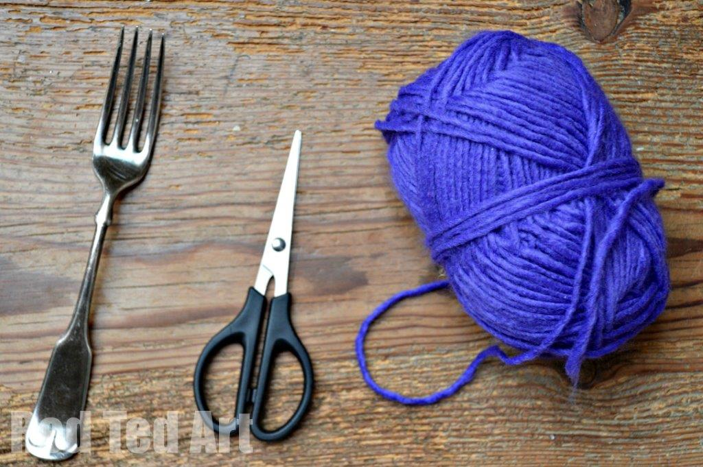 How To Make PomPoms Using a Fork