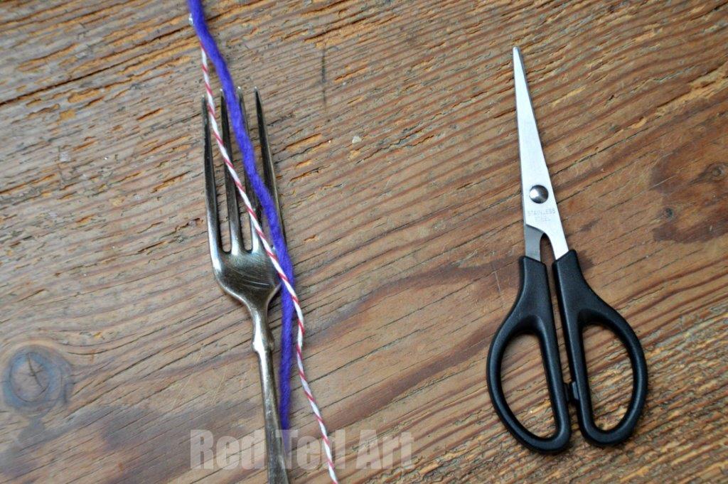 Make a PomPom using a Fork