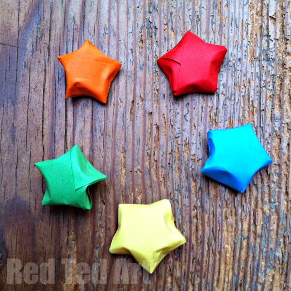 Origami Lucky Stars - Origami Stars - Wrapping - it is SO SO SO easy to make little Origami Lucky Stars. These Origami Stars are a great little additional decoration at Christmas. Or write some wishes on them for the new year and create a New Year's Wish Jar. Be warned though - these Paper Stars are addictive to make!
