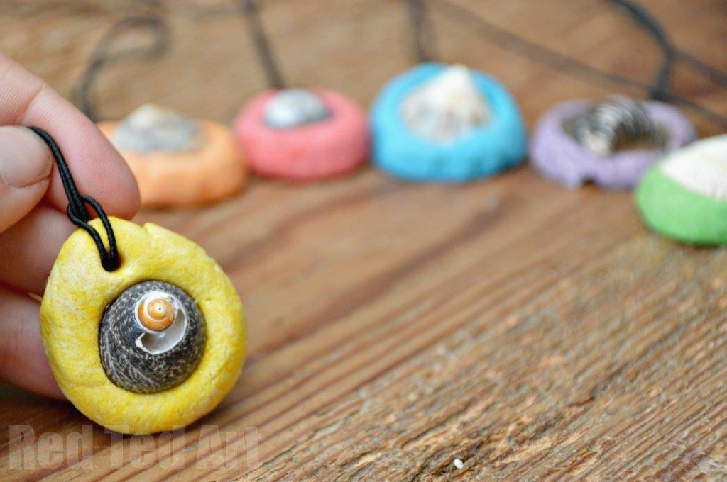 Easy Shell Pendants. These are such easy and sweet and inexpensive shell pendants to make this summer. A wonderful summer craft for preschoolers, that make a great summer keepsake and is inexpensive and fun to make. Great little Mother's Day gift idea too. Love this darling shell craft for kids. #Shells #seashells #crafts #shellcrafts #beach